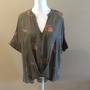 Universal thread size large tunic high low floral